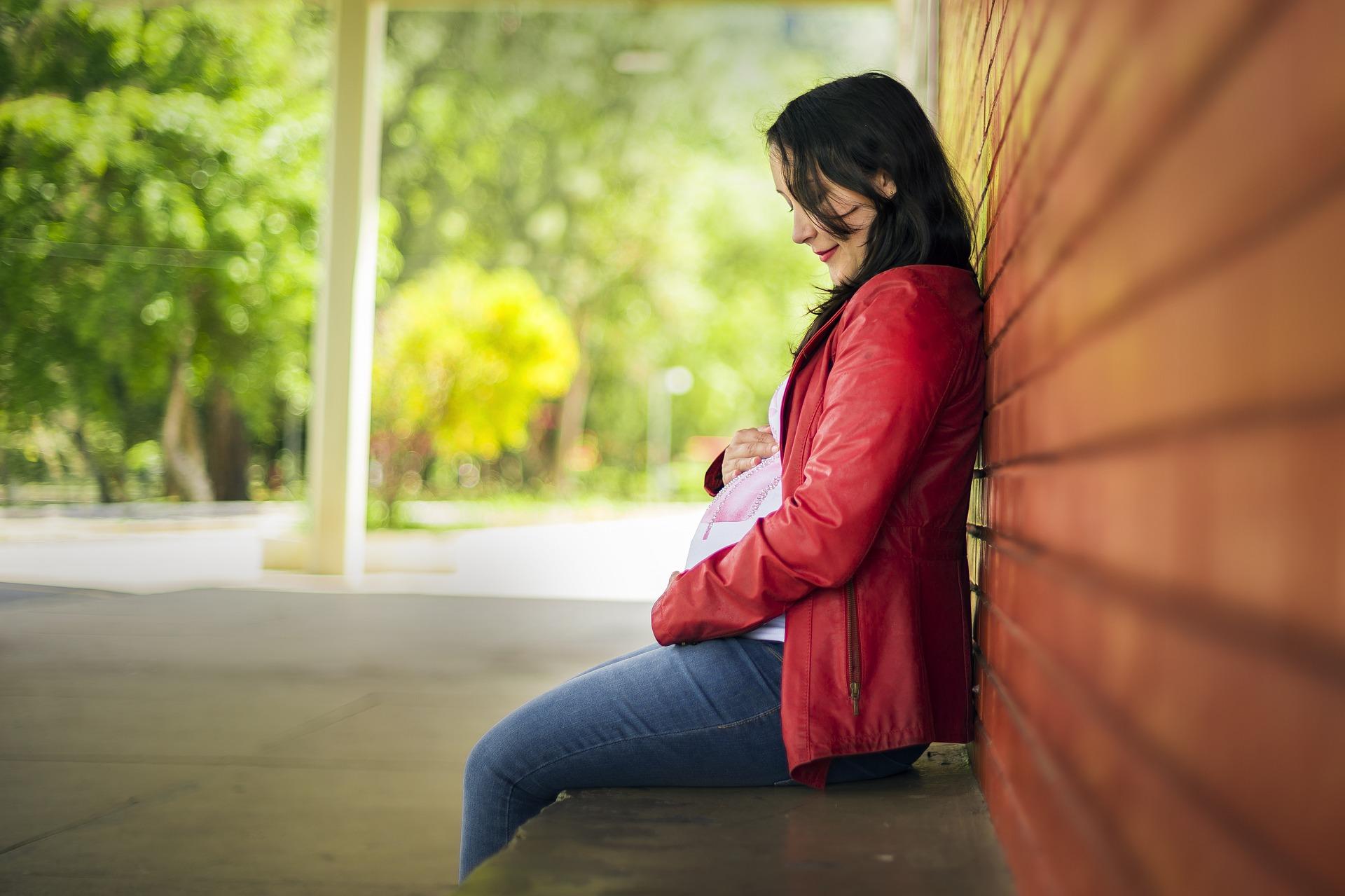 Kwas foliowy powinna przyjmować każda kobieta w ciąży, planująca ciążę, ale przede wszystkim jeśli jest w wieku rozrodczym. Dlaczego? Ze względu na odsetek nieplanowanych ciąż, który np. w USA sięga ok. 50%.